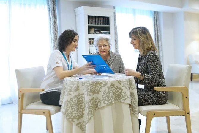 """""""En casa contigo"""", un programa de cuidados para que los mayores no abandonen su hogar"""