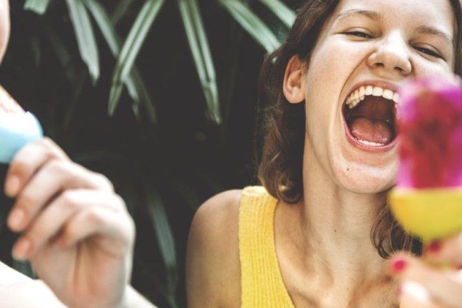 Los cambios de rutina durante el verano producen alteraciones en la higiene bucodental, según Sanitas
