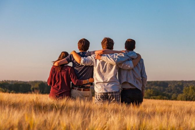 Los adolescentes, más sensibles emocionalmente que los niños al distanciamiento social con su entorno